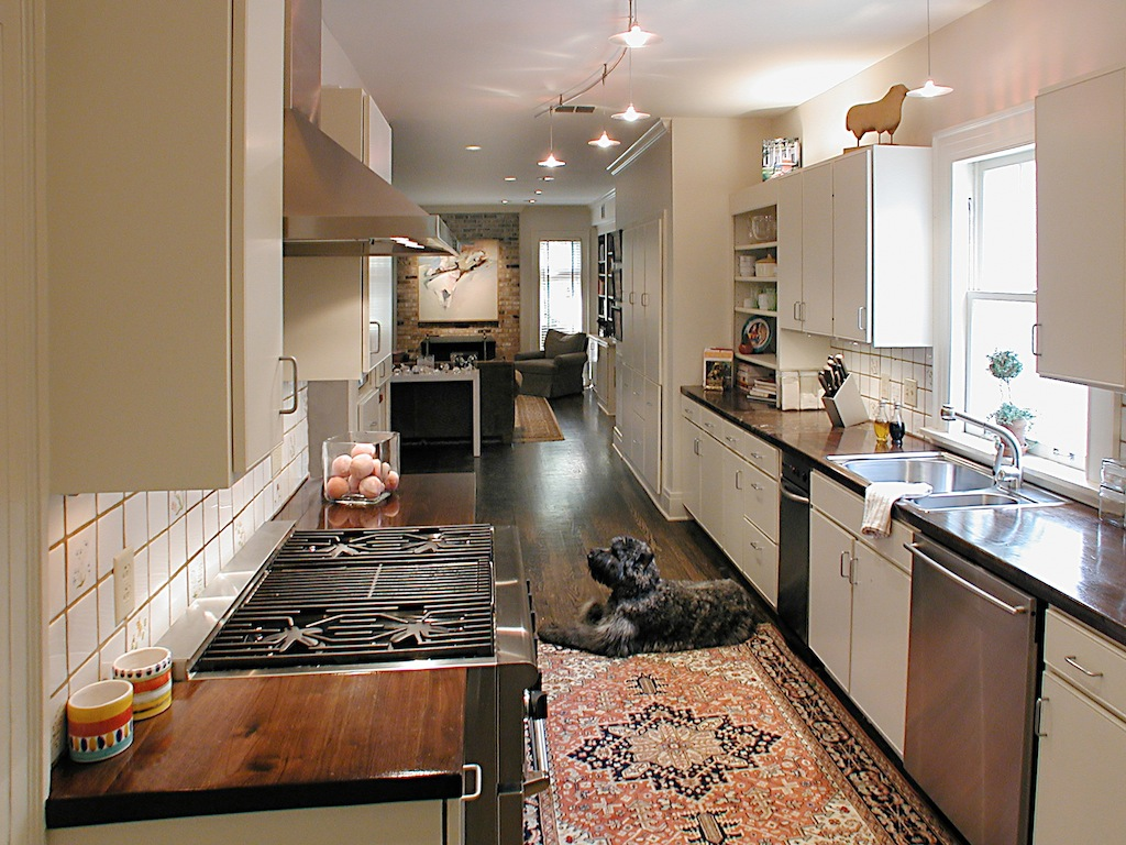 Nashville galley kitchen adam gibson design for Style kitchen nashville